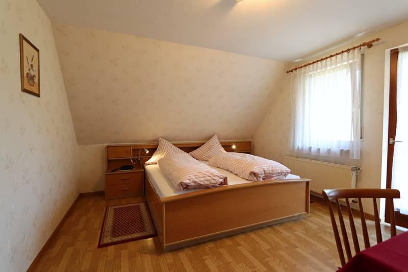 Doppelzimmer mit Balkon Ferienwohnung Bachstelze