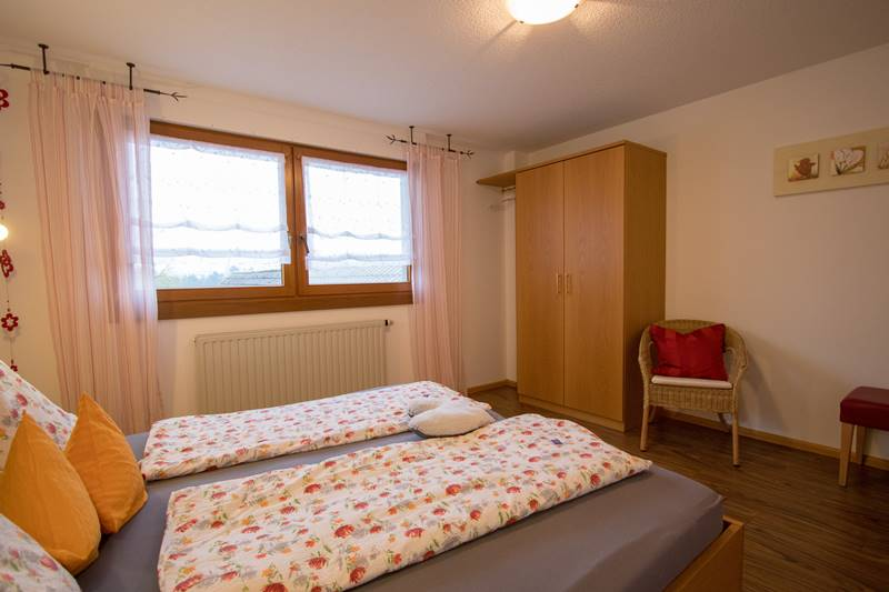 Doppelzimmer mit Kleiderschrank im Kandelblick